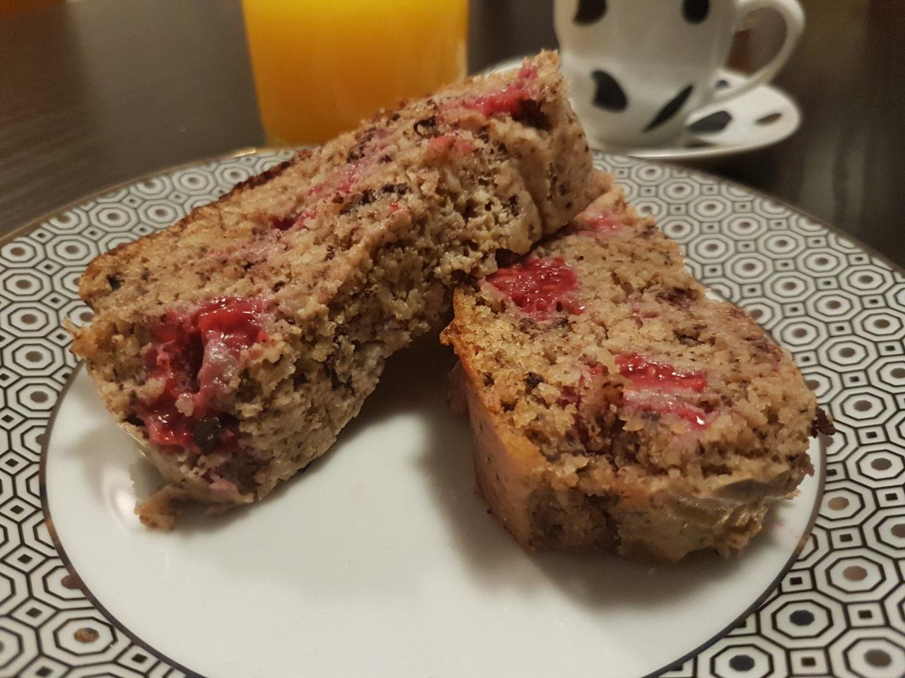 Plumcake al cioccolato con lamponi e frutta secca