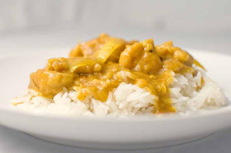 Pollo al curry, yogurt greco e riso basmati integrale