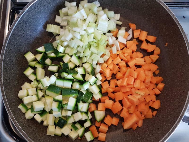 Insalata di riso venere leggera con verdure