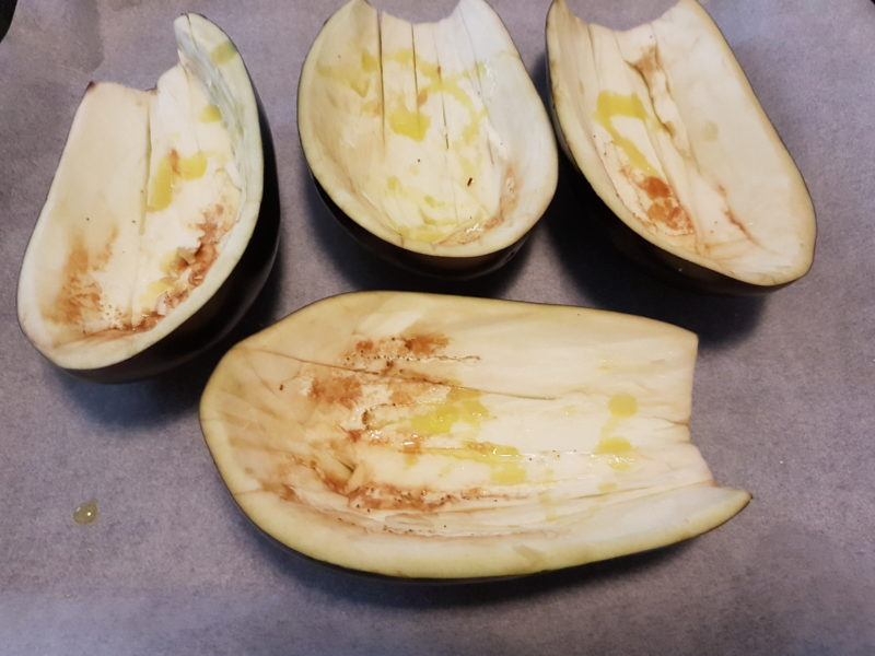 Melanzane ripiene con tomino fresco e verdure