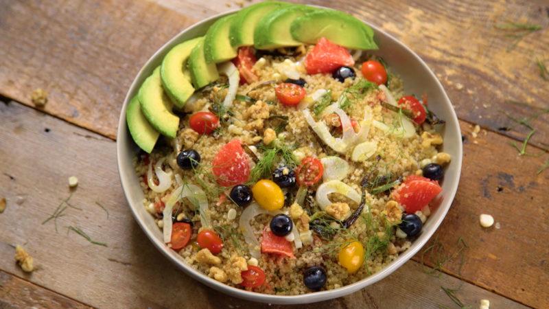 Quinoa tricolore con piselli e zucchine