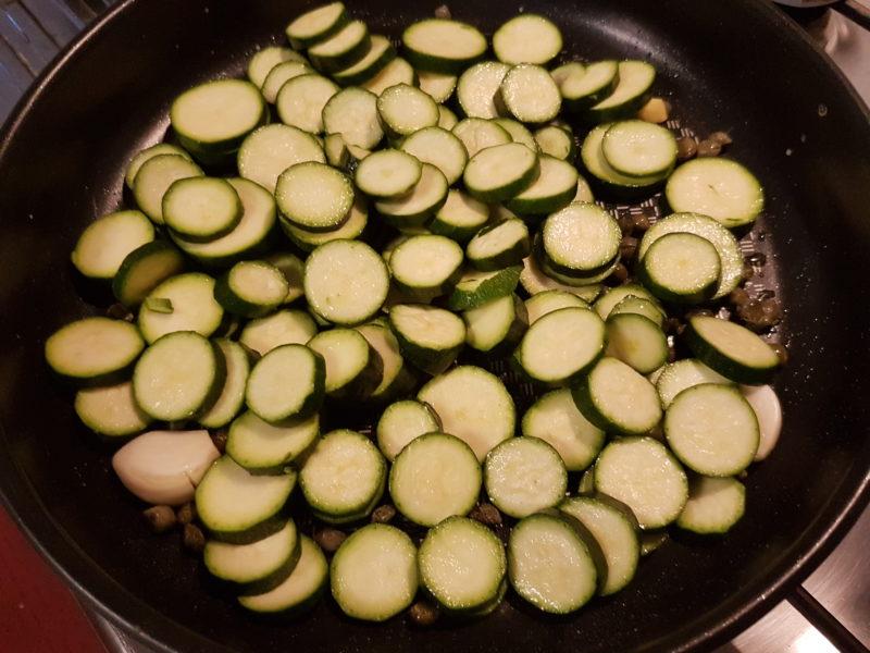 Patate gustose al forno con scamorza e zucchine