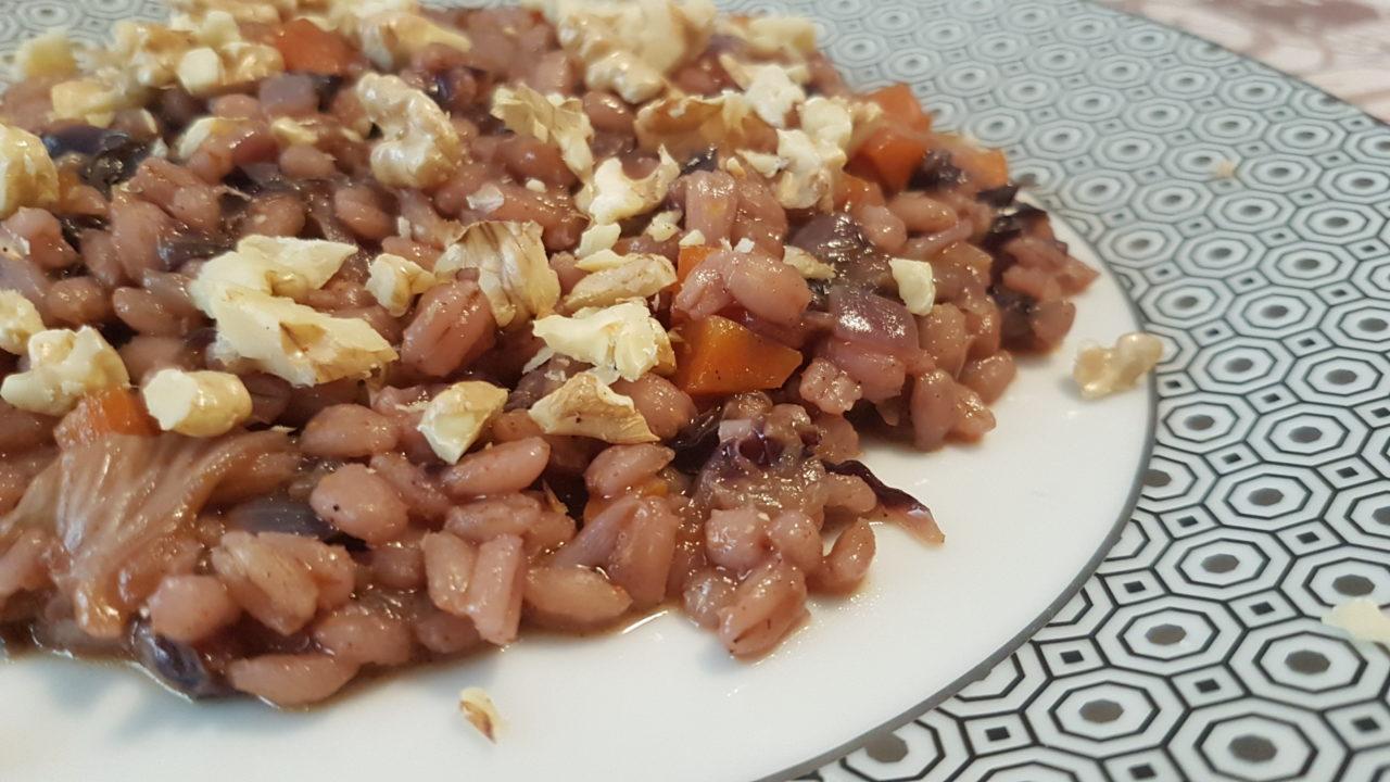 Orzotto cremoso, radicchio e granella di noci