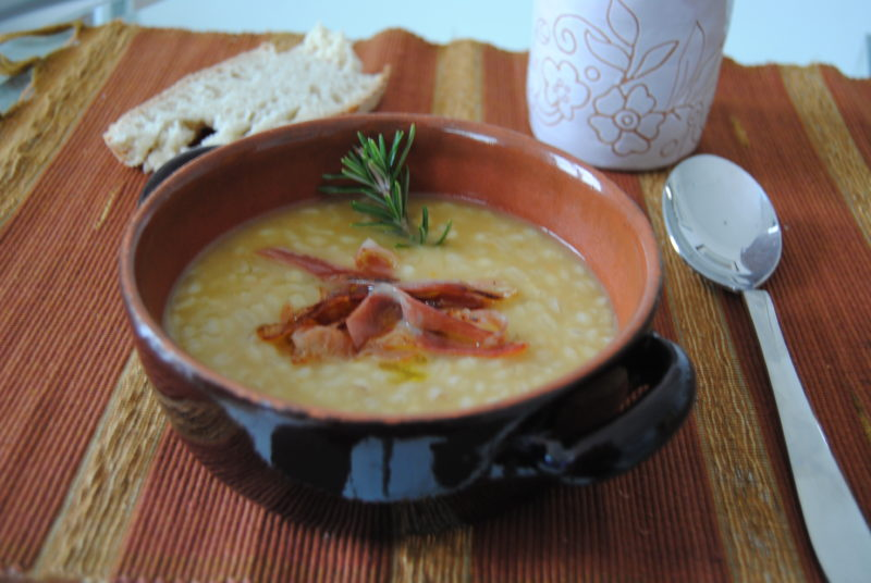 Zuppa d'orzo gustosa e genuina