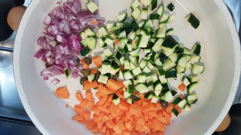 Bulgur alle spezie con carote e zucchine saltate