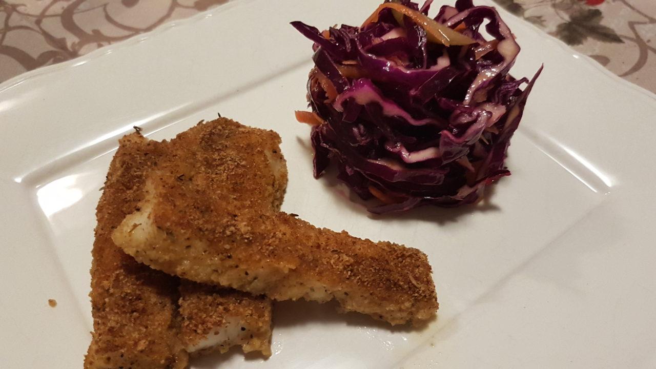 Bastoncini di merluzzo croccanti al forno e cavolo viola