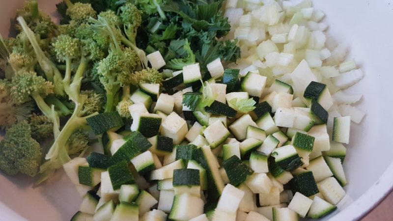 Bulgur con uova sode, zucchine e cime di rapa