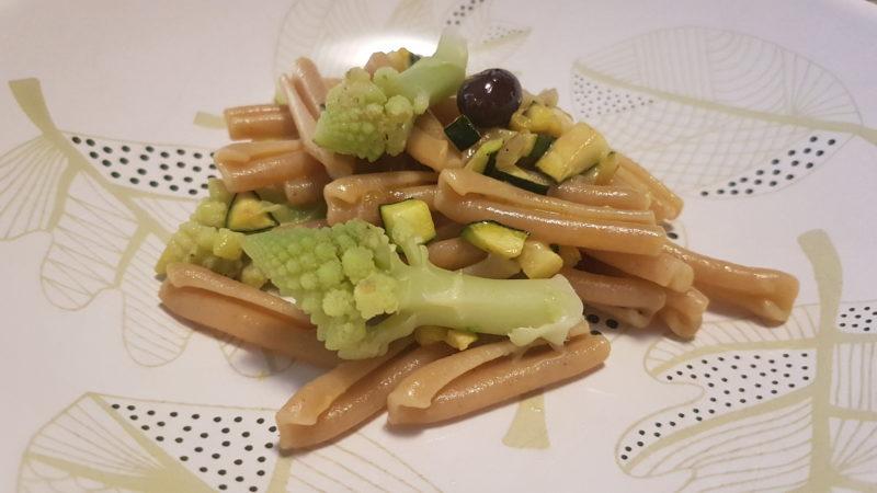 Caserecce integrali con verdure e crema di grana speziata
