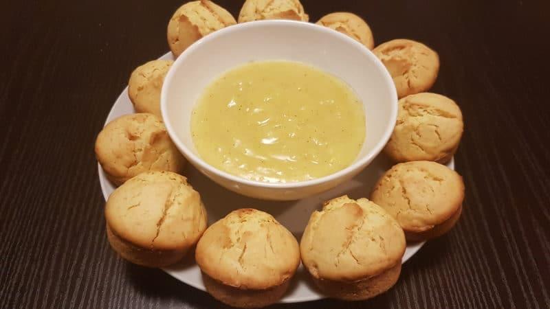Muffins soffici al limone con crema di limone e vaniglia