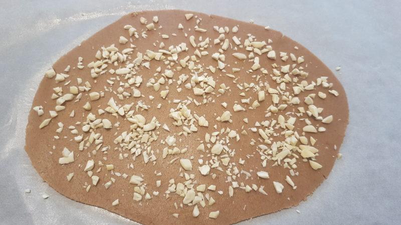 Biscotti di farro croccanti e granella di mandorle