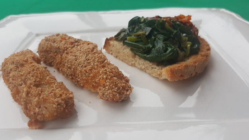 Bastoncini di merluzzo gratinati con bruschetta di spinaci saltati