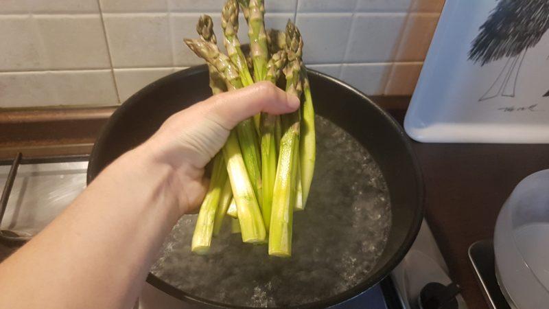Riso venere con asparagi e uova