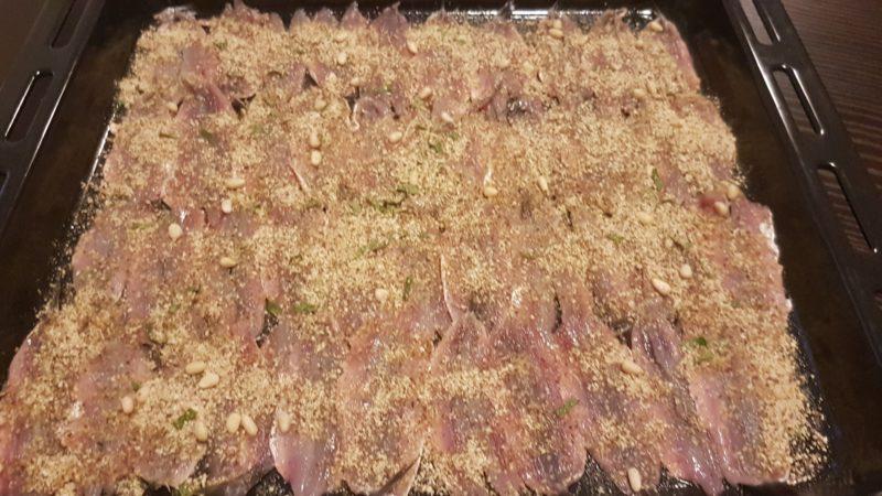 Alici gratinate con farina di mandorle spezie ed erbe aromatiche
