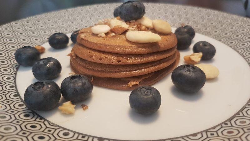 Pancakes con farina di miglio, farina di mandorle e cacao amaro